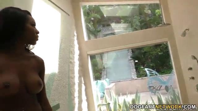 Лесбиянка негритянка вылизала пилотку русской девушке